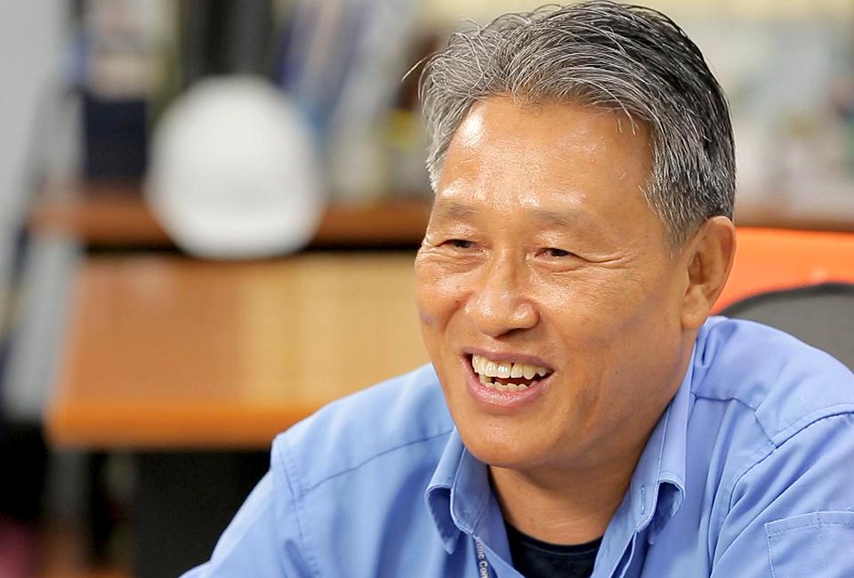 30년 넘게 스테인리스 수주공정 분야에서 근무해온 배민근 SV(supervisor, 고문)