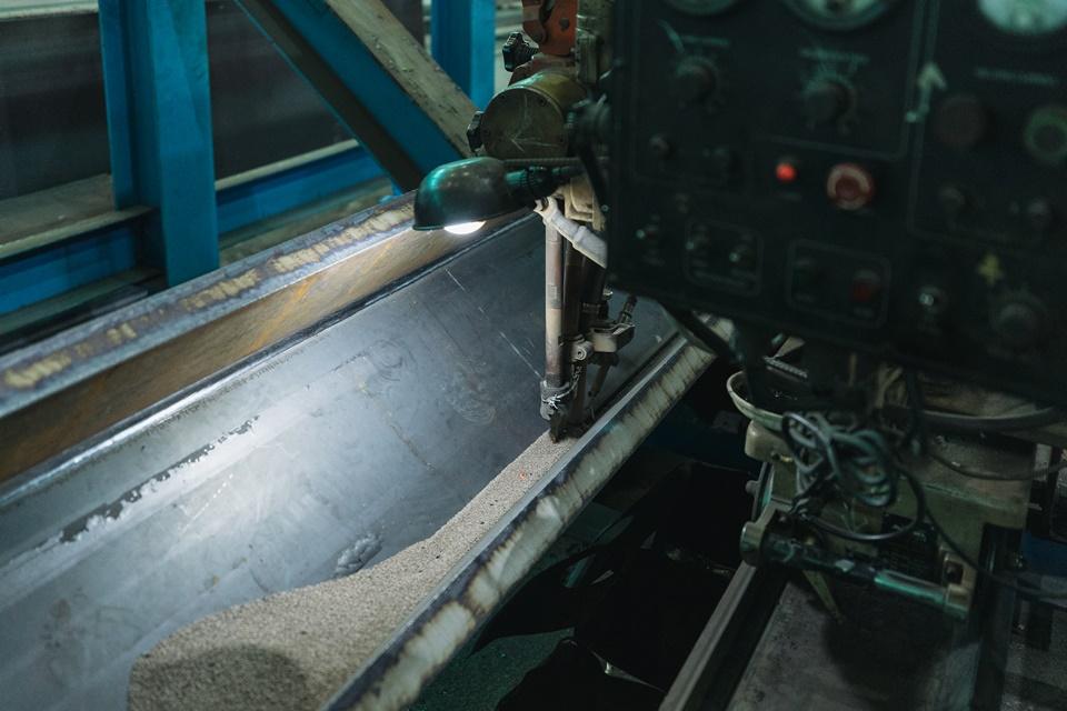 동양에스텍은 pos-H 생산 공정의 핵심 단계인 용접 단계에 자동화 시스템을 도입해 안정된 품질을 얻고 있다.